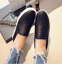 Women Flats shoes Serpentine surface women flat slip on higher fashion Bost shoes comfortable Loafers Spring and autumn New 2015(China (Mainland))