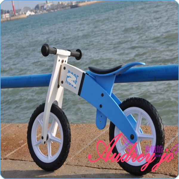 Germany standard Birch made 3-7 years ,blue and white pretty clean color special balance bicycle kid ,balance bike kid(China (Mainland))