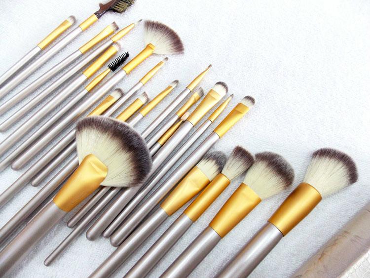 22 Pcs/set Professional Ultra-Soft Cosmetic Makeup Brush Set Pouch Bag Case Foundation Powder Eyeliner Brushes Free Ship<br><br>Aliexpress