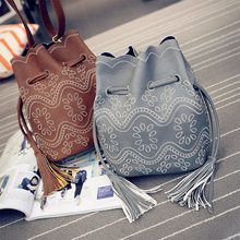 New Leather Retro Ethnic Small Bucket Bag Woman Crossbody Bag Floral Handbag Lady Shoulder Bag Sac Femme Vintage Fringed Handbag