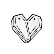 Enamel Pin Game Origami Jantung Peti Mati Ilmu Kimia Jaring Laba-laba Pertandingan Rose Pisau Bros dan Pin Kartun Kerah Pin Tombol Lencana(China)
