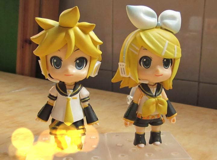 2PC Anime VOCALOID Hatsune Miku KAGAMINE RIN/LEN Set PVC Action Figure Toys Garage Scale Model Desktop Display Gift(China (Mainland))