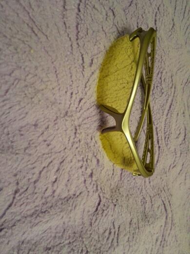 нормальные очки, глаза не так устают, как без них. пластмасса, предыдущие дите сломало.
