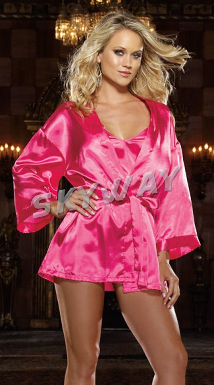 фото женщина в розовом халатике