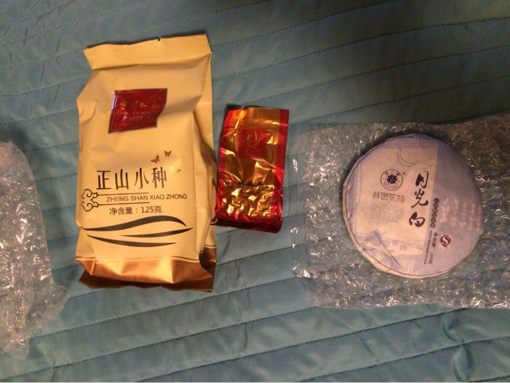 Быстрая доставка, хороший чай, спасибо за пробник чая!!
