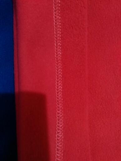Ох, дождались! заказ был сделан 11.10, продавец отправил его 13.10, в алт.край пришло 7.11. шарфики упакованы обычно, но для них самое то, есть небольшой запах, но думаю после первой стирки все исчезнет! качество флиса на первый вид хорошее, в носке увидим как будет, швы ровные, нитки не торчат, отличная альтернатива шарфу и шапке! рекомендую, особенно за такую цену!!!!