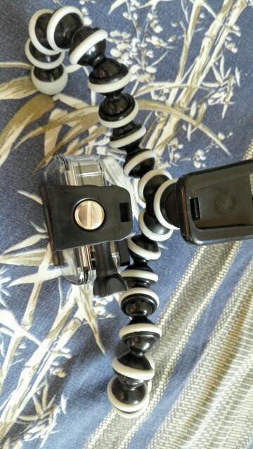 Штатив хорош, очень клевая штука (на фото 2) переходник для моей камеры yi 4k.  Дошло быстро.