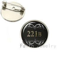 Sherlock Holmes Bros Fantasi Hitam Putih untuk Dia Seni Hadiah untuk Dia Aku Sherlocked Bros Pin Fashion Perhiasan Film NS138(China)